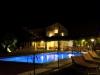 La Piscina di notte dell'Agriturismo Oasi Biologica a Montedinove