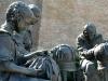 il-monumento-alla-merlettaia-ad-offida-patria-del-merletto-a-tombolo-nelle-terre-del-piceno