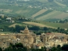 particolare-veduta-del-centro-storico-di-Offida-il-paese-del-merletto-a-tombolo-nelle-Marche