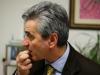 Sergio Corradetti mentre mangia un chicco di anice verde di Castignano