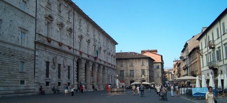 Gita nelle Marche Piazza-Arringo-di-Ascoli-Piceno1-770x350